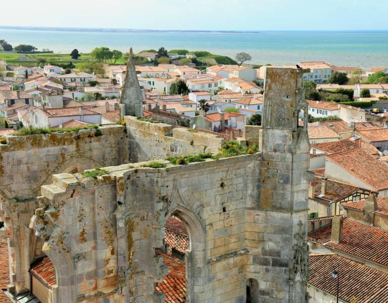 Vue du clocher à Saint-Martin-de-Ré