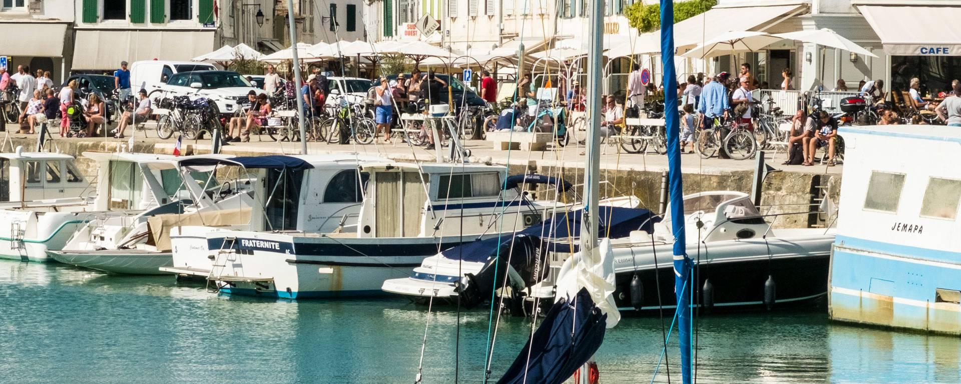 Bateaux dans le port de la Flotte par ©Yann-Werdefroy