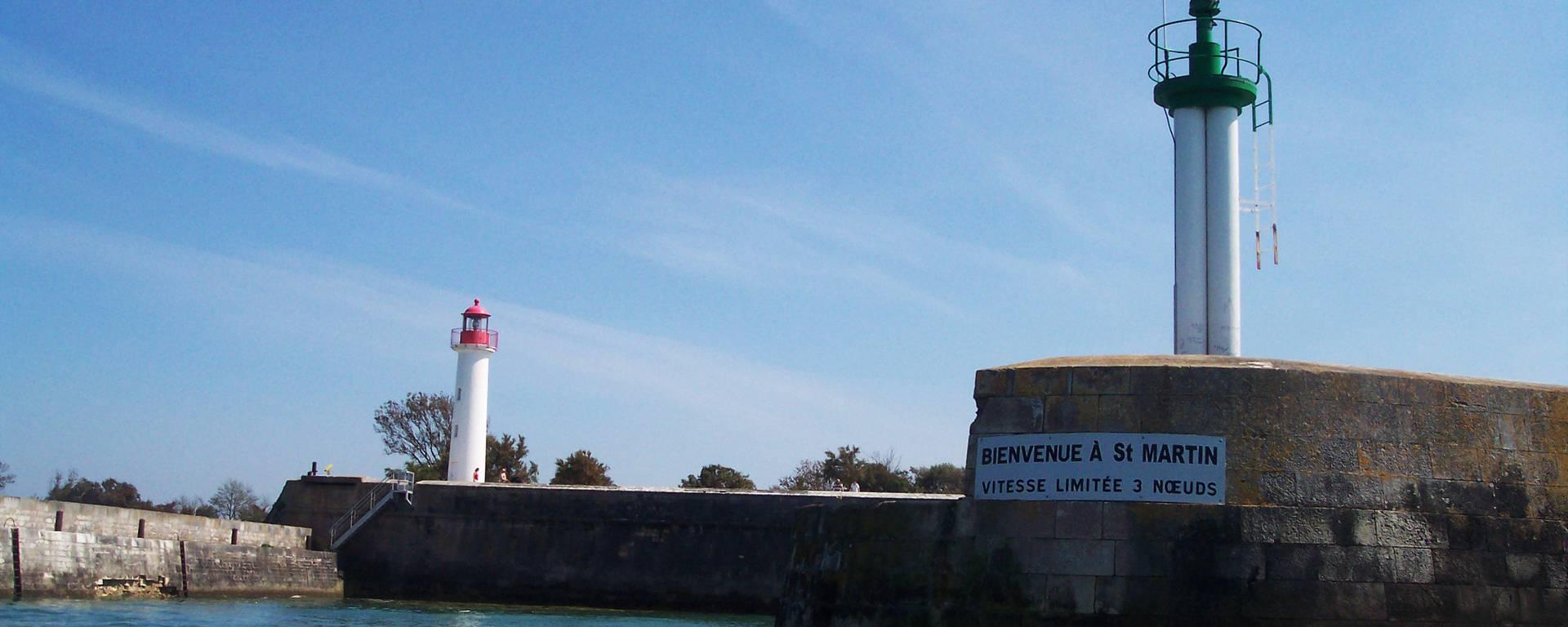 Phare sur le port de Saint-Martin-de-Ré par Guillaume Cudennec