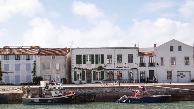 Ile de Ré Port de Saint-Martin (c) Hello Travelers