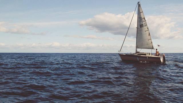 Locations nautiques : bateaux, surfs, paddles, ... c- Pexels