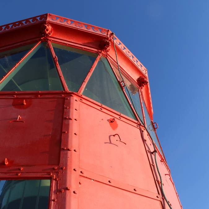 Phare rouge des baleines ©Lesley Williamson
